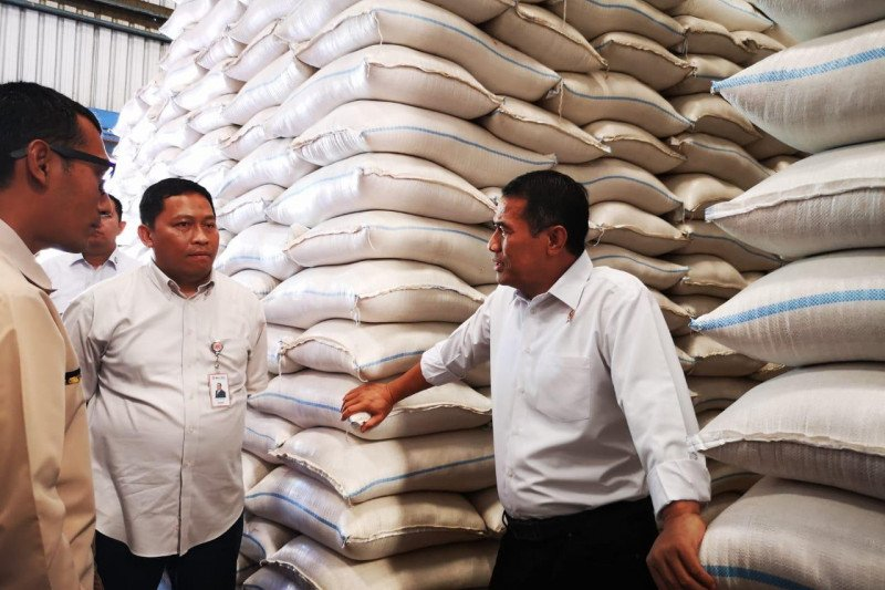 Mentan: Stok beras di gudang Bulog Jateng melimpah