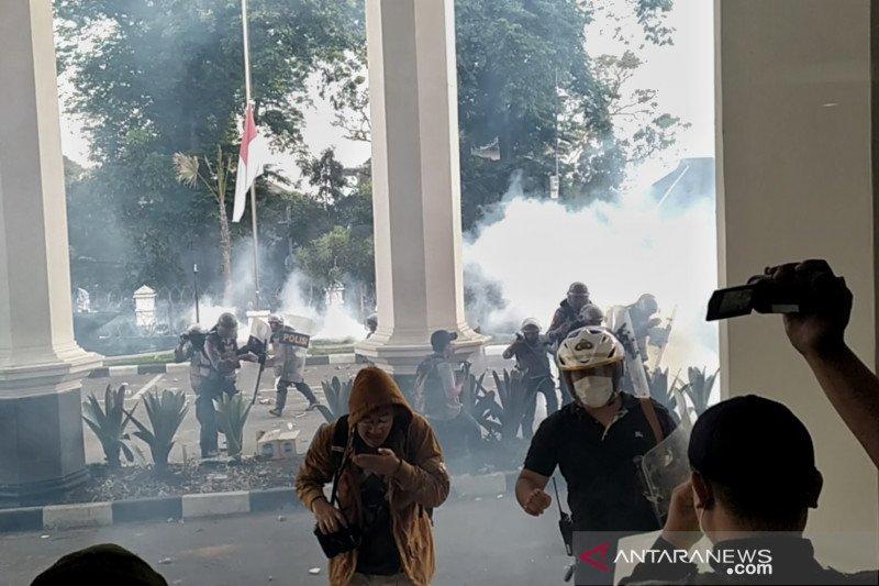 Aksi massa di gedung DPRD Jabar kembali ricuh