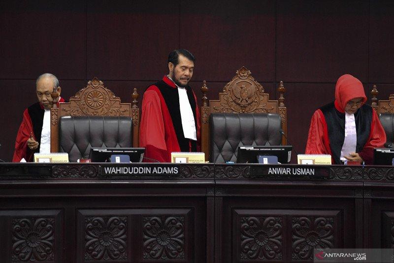 MK gelar sidang pendahuluan pertama uji materi revisi UU KPK