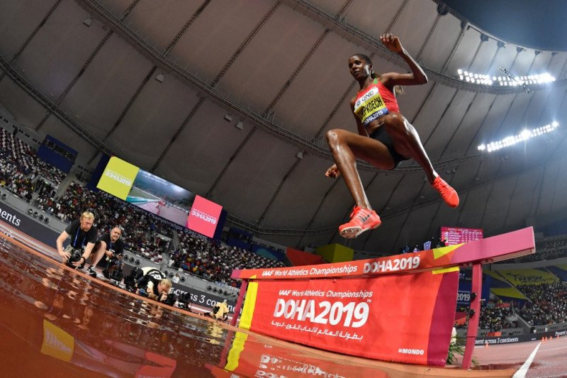 Beatrice Chepkoech mendominasi 3.000 meter halang rintang putri