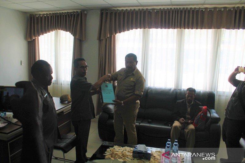 Pemkab Jayawijaya serahkan materi KUA-PPAS 2019 ke DPRD