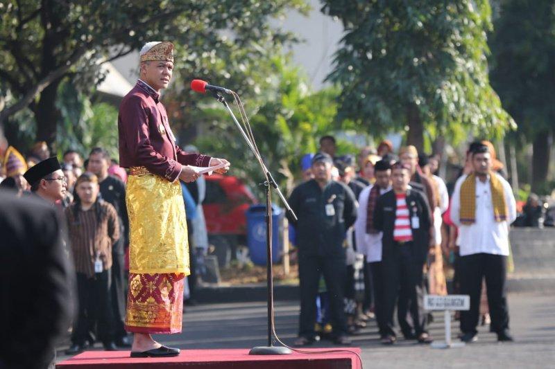 Berbusana adat, ASN Pemprov Jateng ikuti upacara Kesaktian Pancasila