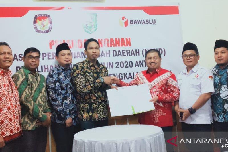 Bawaslu Riau tandatangani dana hibah Pilkada 2020 di enam kabupaten