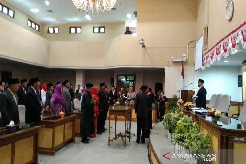 Pimpinan DPRD Kulon Progo 2019-2024 disumpah (VIDEO)