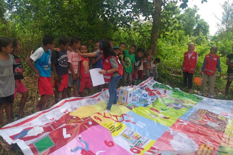 PMI hibur anak korban gempa di Maluku Tengah