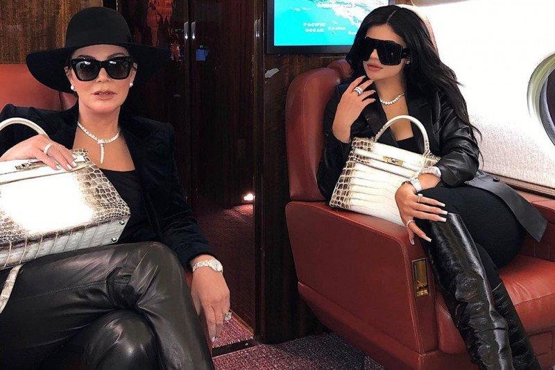 Kylie, Kris Jenner kembaran tas Hermes seharga Rp2 miliar