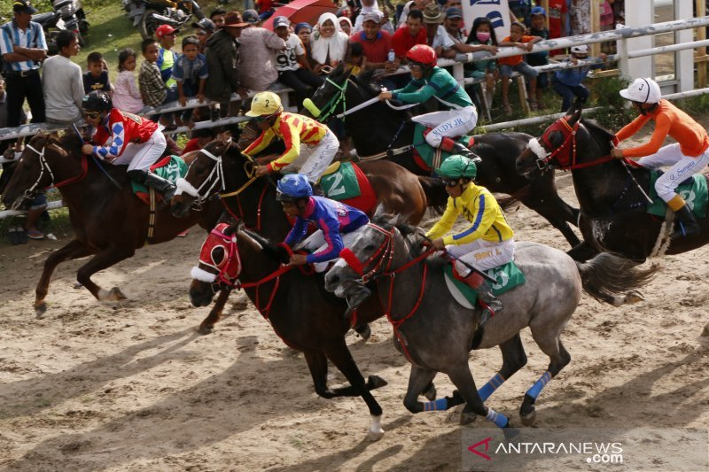 Horse race will be held again in Padang Panjang