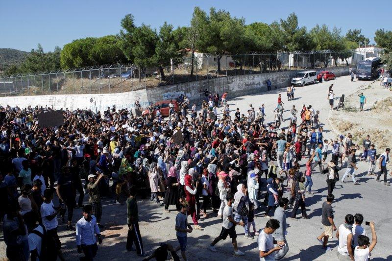 Kebakaran di kamp pengungsi  Yunani, ribuan orang lari
