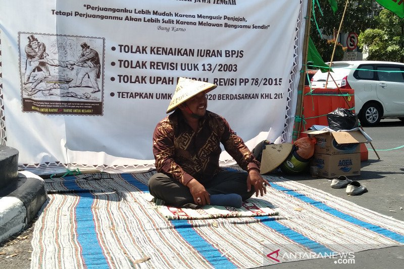 "Protes kenaikan iuran BPJS, buruh di Semarang ""topo pepe"""