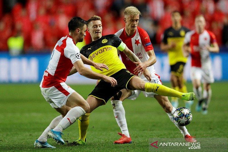 Dortmund lampiaskan kekesalan pada Slavia Praha