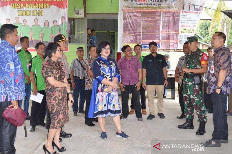 Bupati Barsel pantau pemungutan suara pilkades di sejumlah desa