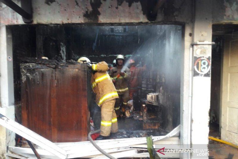 Empat armada pompa Jaktim dikerahkan padamkan kebakaran rumah
