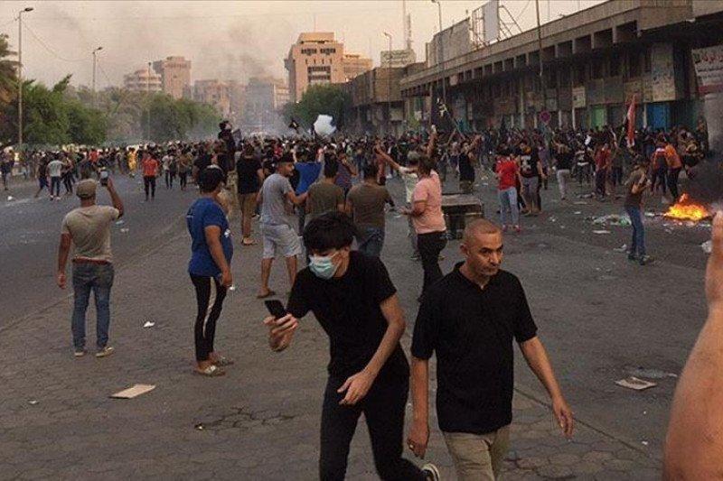 Aksi demo Irak tewaskan 12 orang,  termasuk polisi