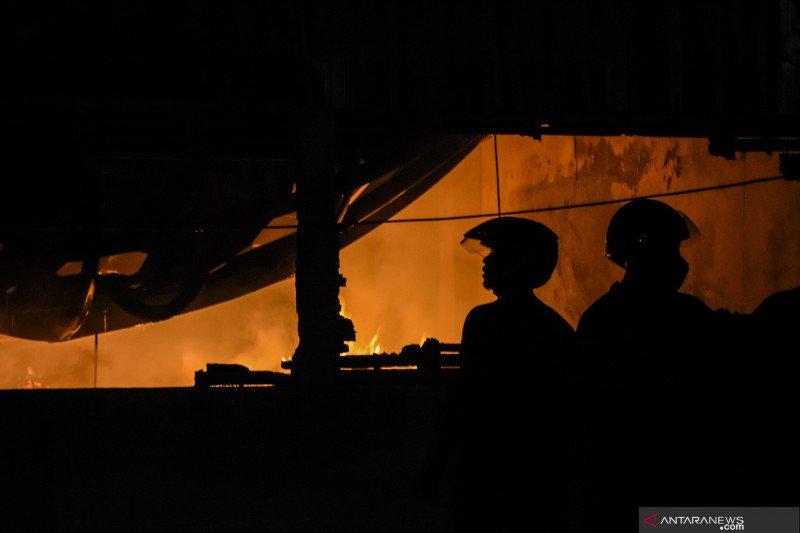 Kebakaran gudang mebel di Lombok