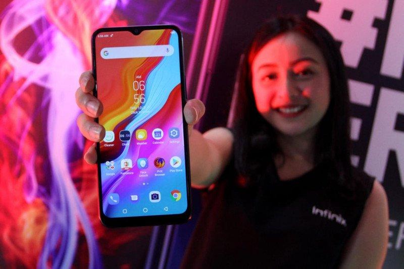 Ponsel Infinix Hot 8 andalankan baterai dan layar di Indonesia