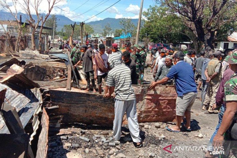 Pemerintah dan warga Jayawijaya bersihkan puing-puing kerusuhan