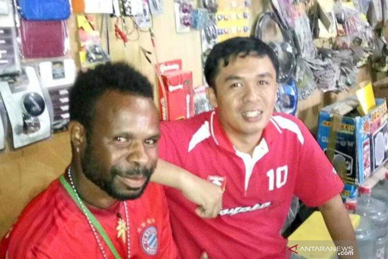 Kisah Rudi Kormas selamat dari rusuh Papua berkat Handy Talky, malam ronda siang cari saudara