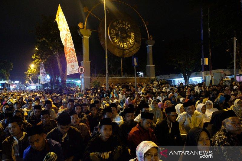 Ribuan warga ikuti Haul Syech Subakir