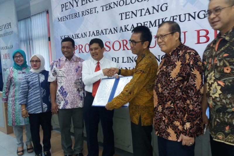 Wartawan mantan Direktur SDM LKBN ANTARA diangkat menjadi guru besar