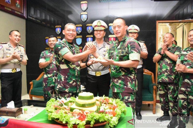 "Berikan kejutan HUT TNI, puluhan polisi ""serbu"" Korem 031/Wirabima"