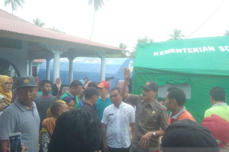Bupati Hendrajoni kunjungi korban abrasi pantai di Batang Kapas