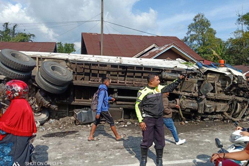 Satu tewas dalam kecelakaan beruntun libatkan delapan kendaraan di Padang Panjang