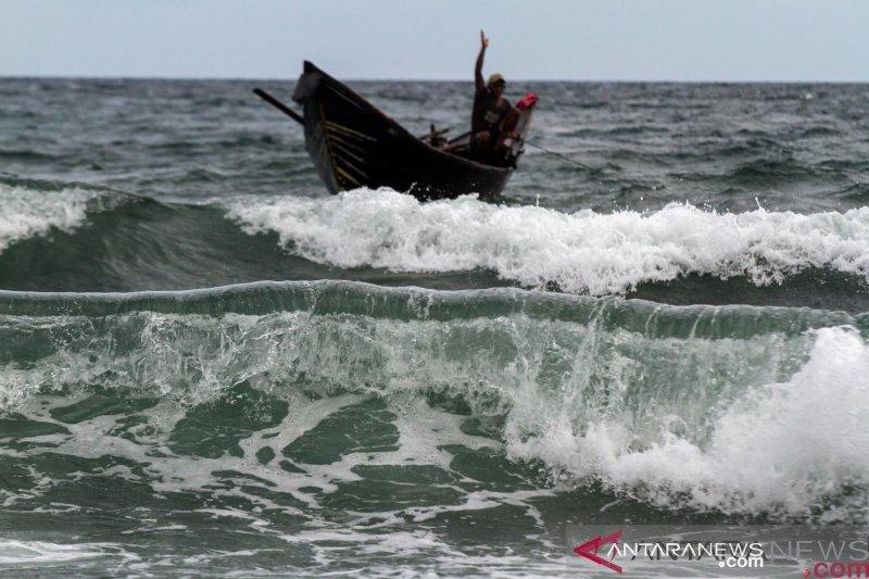 BMKG imbau nelayan menghindari aktivitas di perairan gelombang tinggi