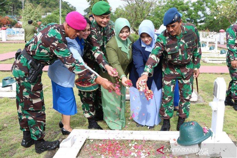 Lanud Silas Papare gelar tabur bunga peringati HUT Ke-74 TNI