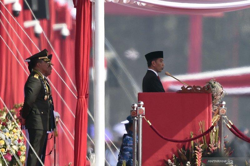 Presiden Joko Widodo sampaikan amanat pada Upacara Perayaan HUT Ke-74 TNI