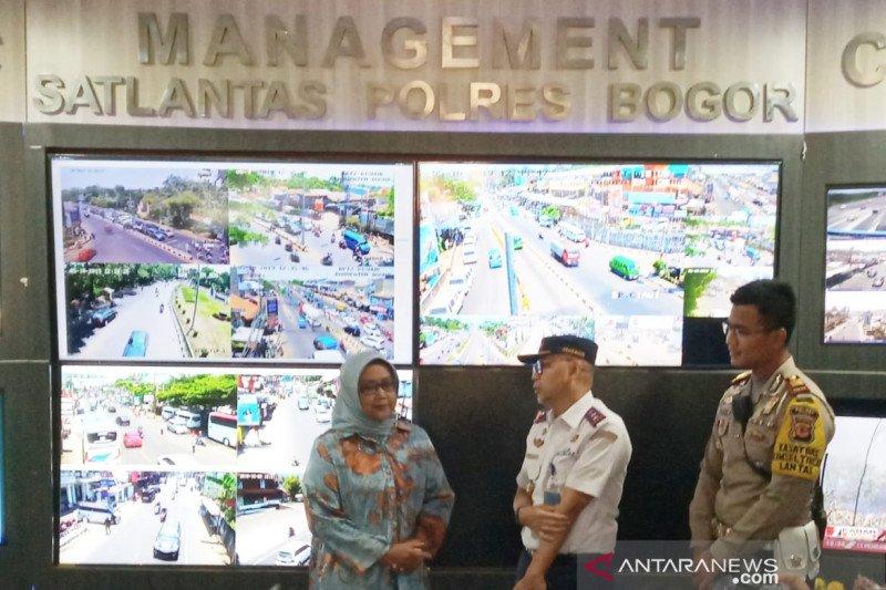 Bupati Bogor bentuk program penanganan lalu lintas 'Save Puncak'