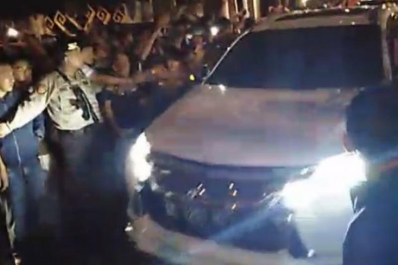 Empat mobil KPK masuk ke rumah dinas Bupati Lampung Utara