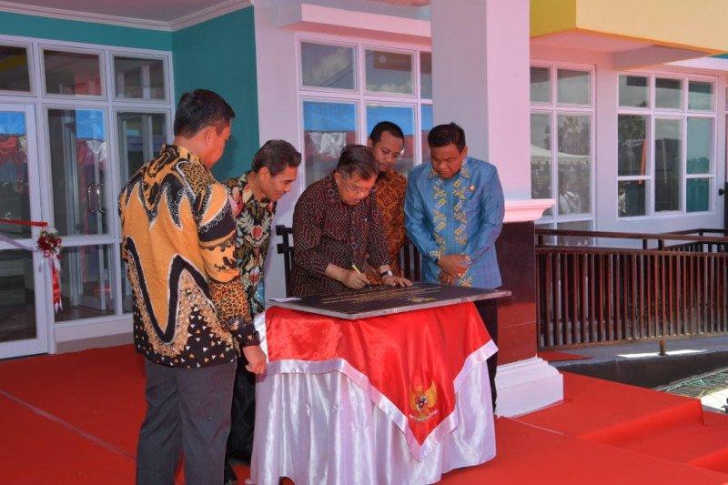 Jusuf Kalla dorong mahasiwa Poltek tingkatkan keterampilan