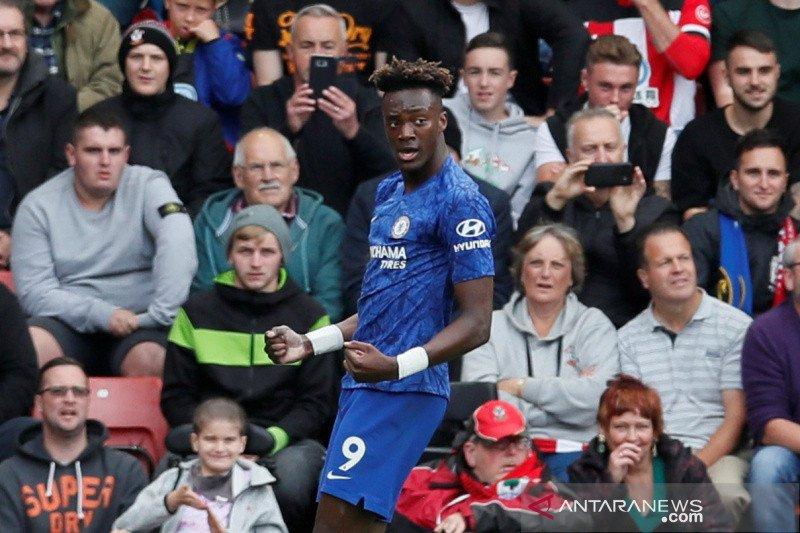 Liga Inggris -- Abraham dampingi Aguero memimpin top skor