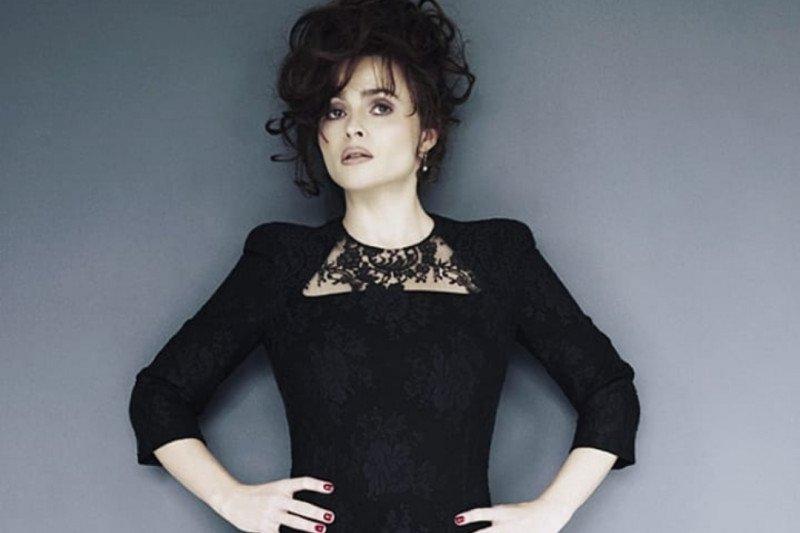 Helena Bonham Carter meminta restu Putri Margaret melalui paranormal