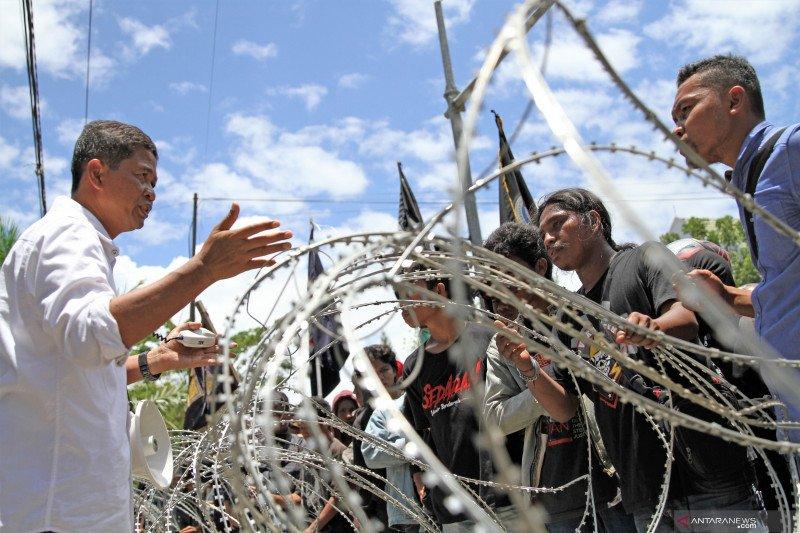 Aksi mahasiswa Universitas Haluoleo Kendari
