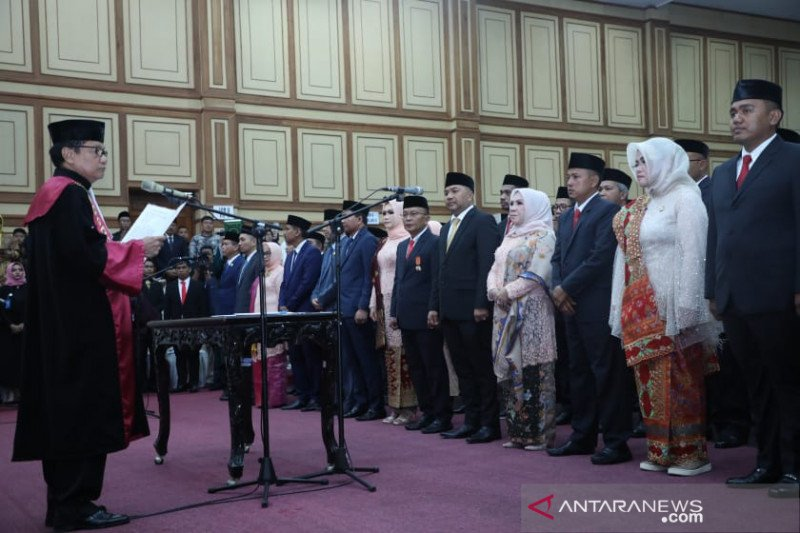Resmi dilantik, 45 anggota DPRD Sultra 2019-2024 siap emban amanah