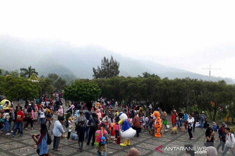 Wisatawan Asing Berkunjung Ke Kebun Raya Cibodas Menurun