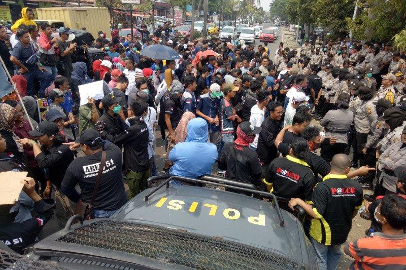 Kantor Gojek Palembang digeruduk ratusan sopir