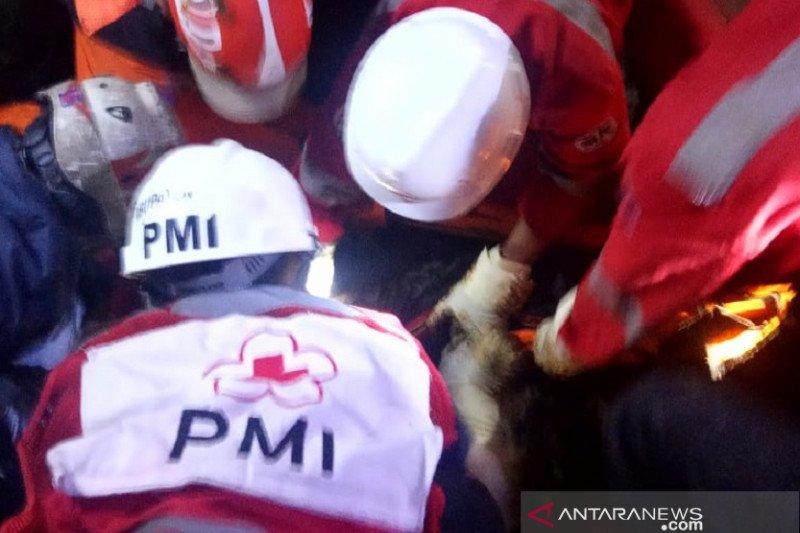 PMI Cianjur kerahkan relawannya evakuasi dua korban tertimbun longsor