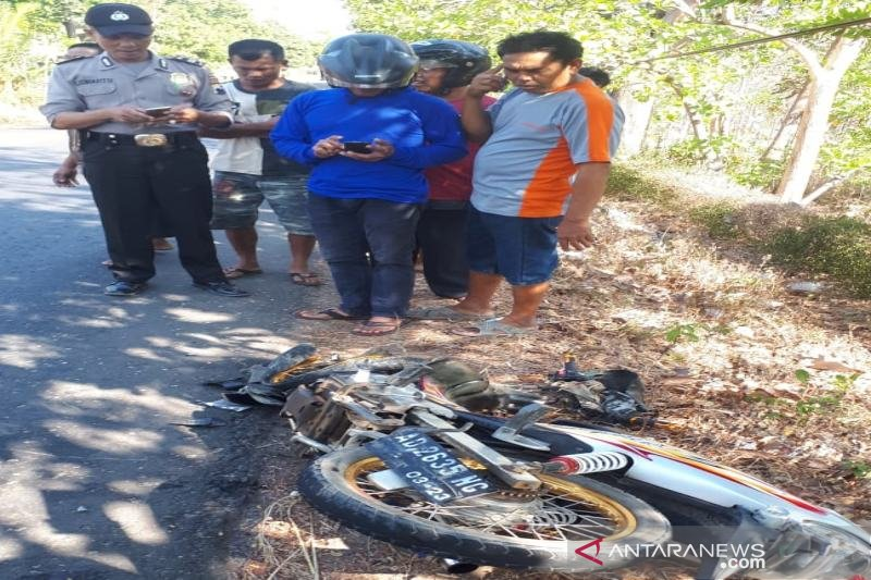 Berniat mendahului, pengendara sepeda motor tewas tertabrak Daihatsu