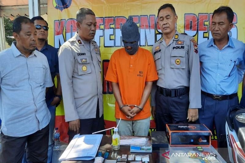 Guru SD ditangkap karena jadi kurir narkoba