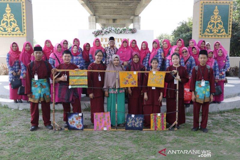 Rangkaian hari jadi ke-20, Dekranasda dan RAPP gelar Festival Batik Siak