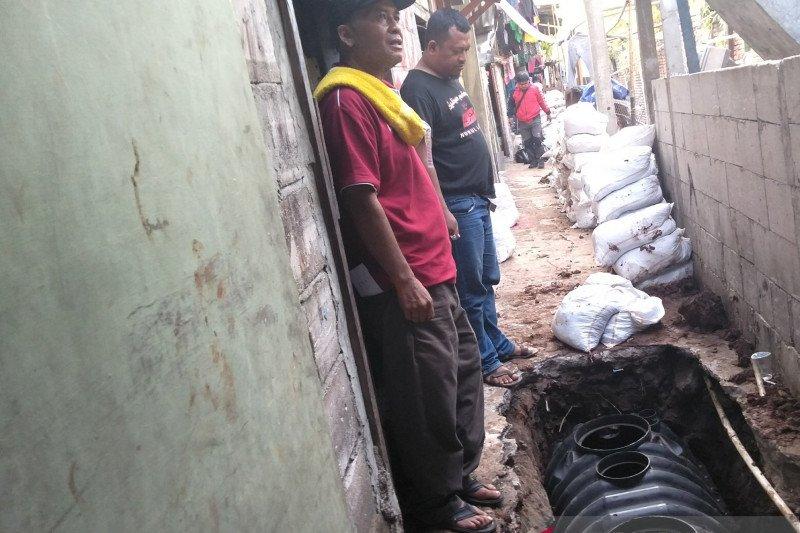 Tangki septik mulai dipasang untuk warga Tanjung Duren Utara