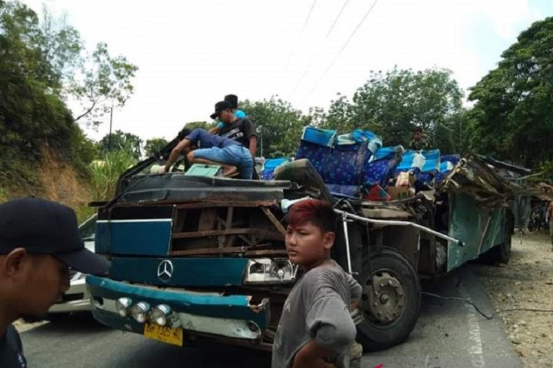 Polisi duga rem blong penyebab kecelakaan maut bus di Kuansing