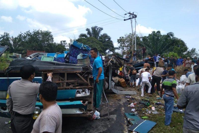 Enam orang tewas akibat kecelakaan maut bus antar provinsi