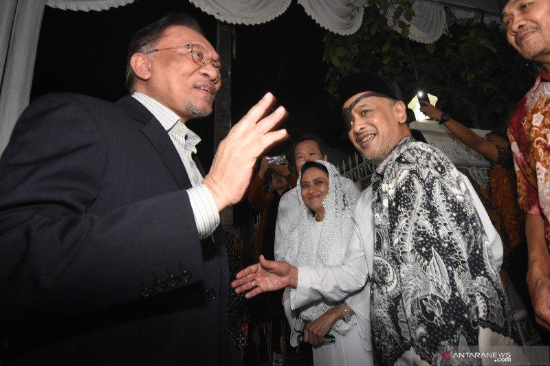 Anwar Ibrahim takziah ke kediaman mendiang BJ Habibie