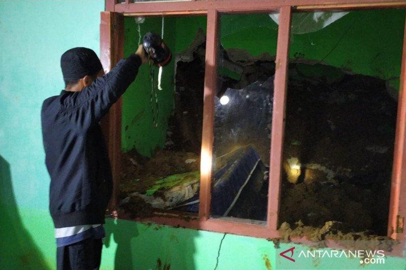 Satu hari enam bencana alam terjadi di Cianjur