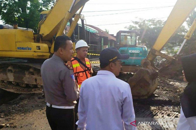 Jalan menuju Lolong Padang ditutup