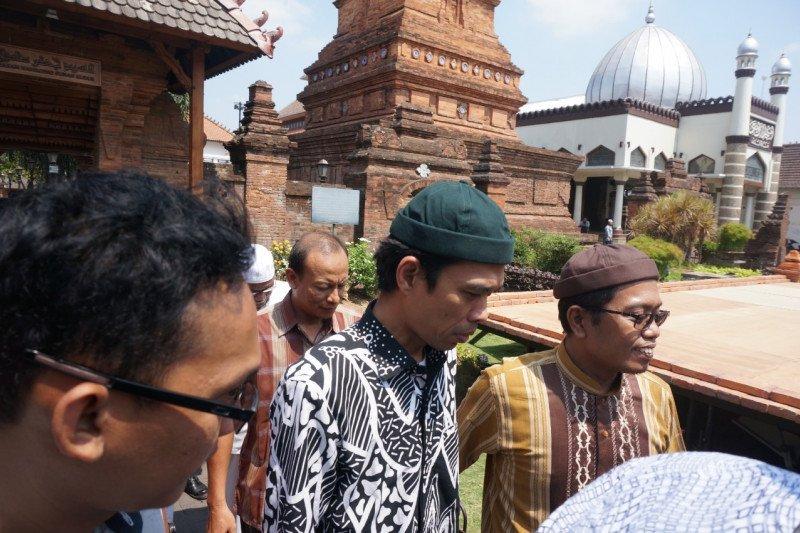 Ustad Somad kunjungi Makam Sunan Kudus