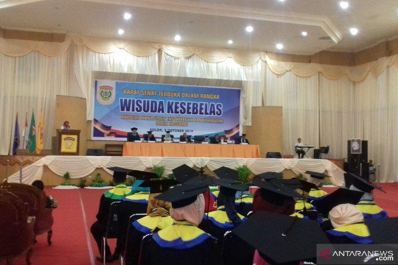 Lulusan Amik Kosgoro Solok siap bersaing di dunia kerja